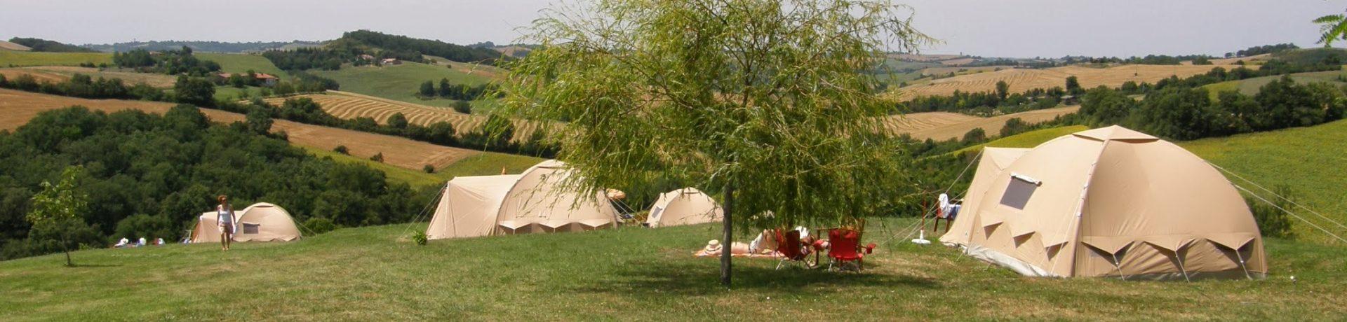 Charme camping Domaine au Piet in Montpézat is een kleine camping met zwembad in de Gers, Occitanië met Nederlandse eigenaren.