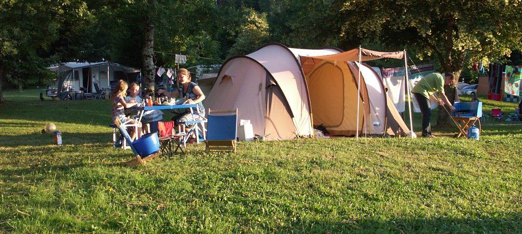 CampingLe Plô in Le Bez is een kleine camping met zwembad gelegen in de Tarn midden in een natuurpark van Midi-Pyrénées.