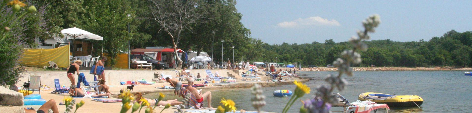 CampingIN Finida Umag is een 4-sterrencamping in de omgeving van Umag in Istrië direct aan zee.