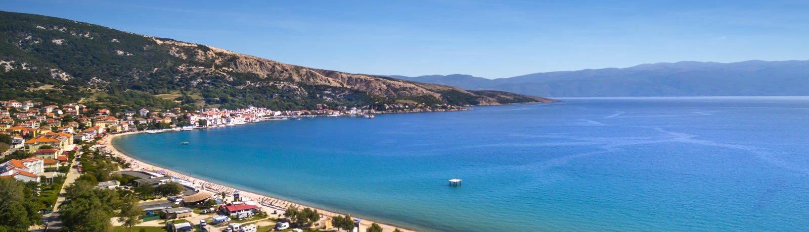 Ontdek Camping Zablaće in Primorje-Gorski Kotar, gelegen op het westelijke gedeelte van een van de beroemdste stranden van Kroatië, het Vela Plaža in Baška.