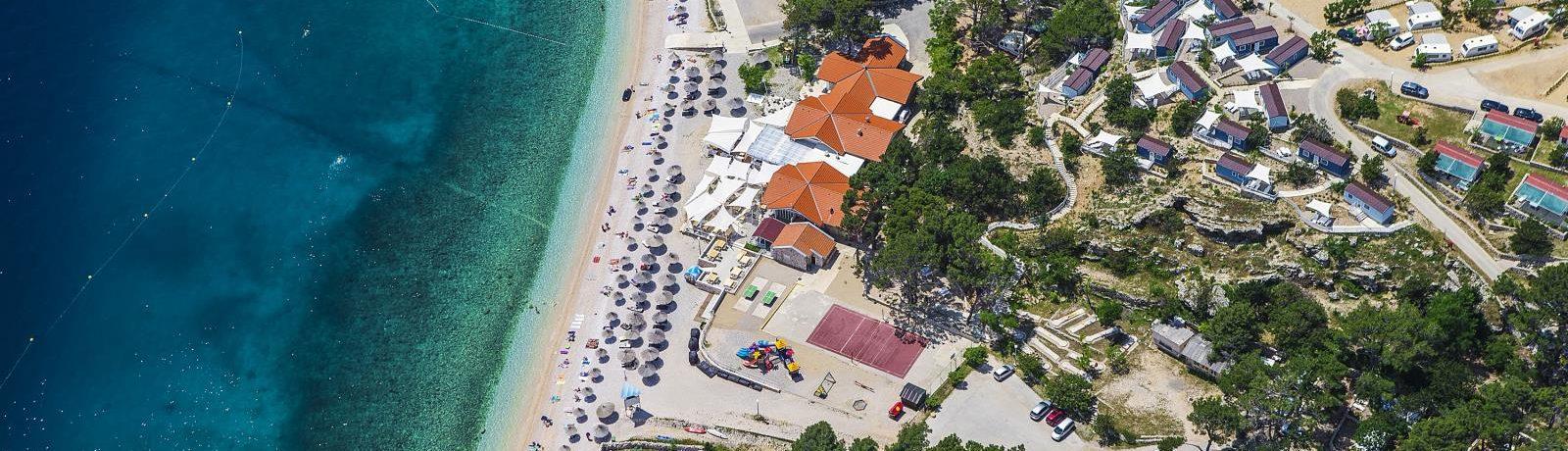 aturist Camping Bunculuka in Baška is een naturistencamping met zwembad aan zee in Primorje-Gorski Kotar in het vakantieland Kroatië.