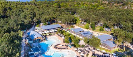 Camping Soustons Village in Soustons is een natuurcamping met zwembad in de Aquitaine gelegen aan een meer in het vakantieland Frankrijk.