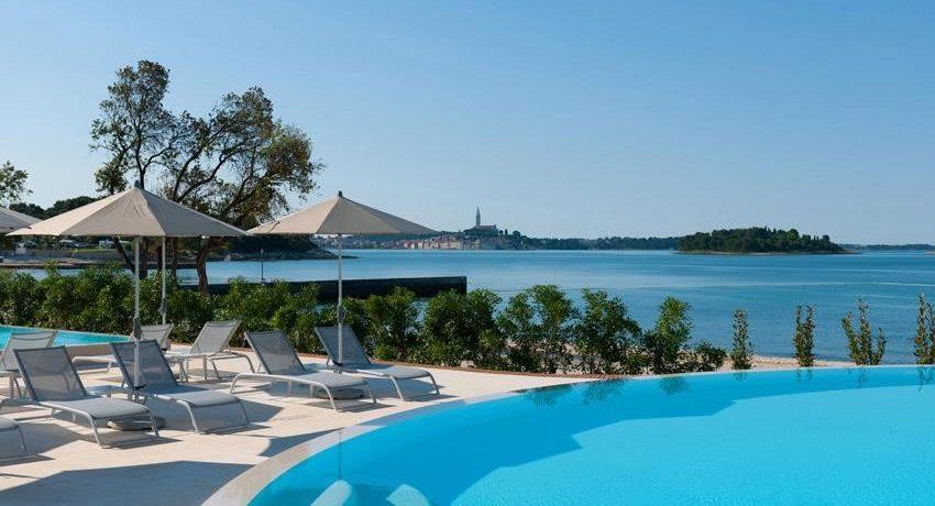 Maistra Camping Amarin in Kroatië is een mooi vakantiepark met zwembad in Istrië direct aan het kiezelstrand, vlakbij de schitterende stad Rovinj.