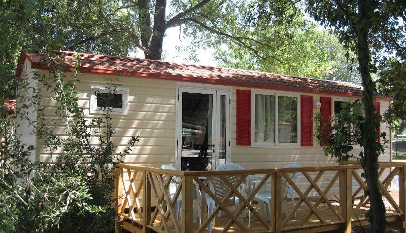 Camping Mon Perin in Bale is een grote familiecamping in Istrië gelegen aan zee in het prachtige vakantieland Kroatië.