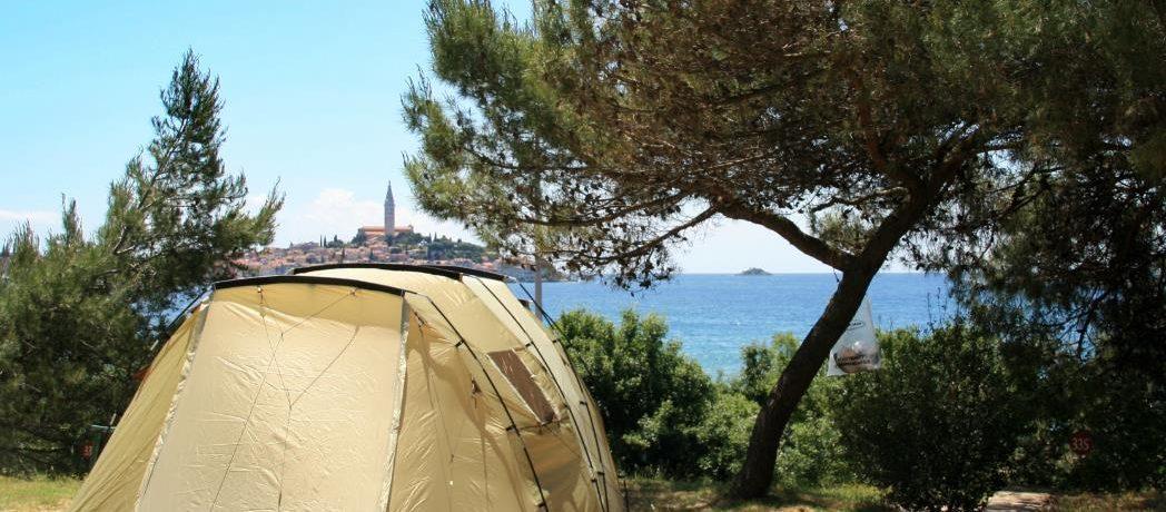 Camping Porton Biondi in Rovinj is een mooie familiecamping gelegen aan zee in de regio Istrië in het prachtige vakantieland Kroatië.