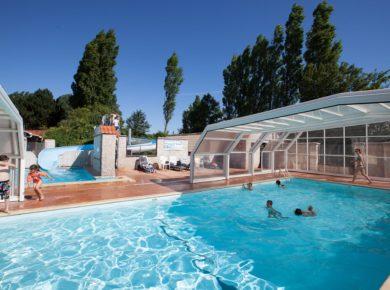 Castel Domaine De La Bien-Assise in Guines is een familiecamping in Hauts-de-France (Nord-Pas-de-Calais) met zwembad in Frankrijk.