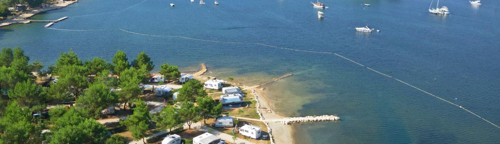 Camping Orsera is een kindercamping in de omgeving van Vrsar, in Istrië gelegen aan zee.