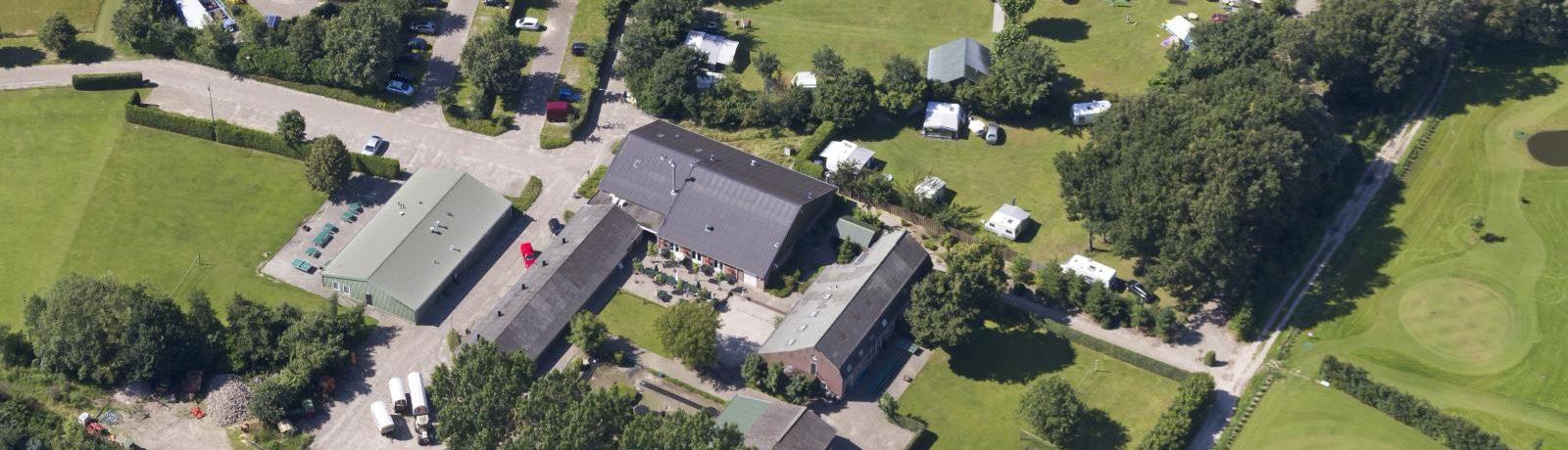 Camping 't Caves is een fijne kleine op het platteland in Wintelre in de regio Noord-Brabant met 30 toerplaatsen.