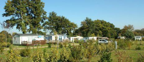 Camping de la Tour in Ambon is een gezellige, kleine camping in Morbihan in Bretagne.
