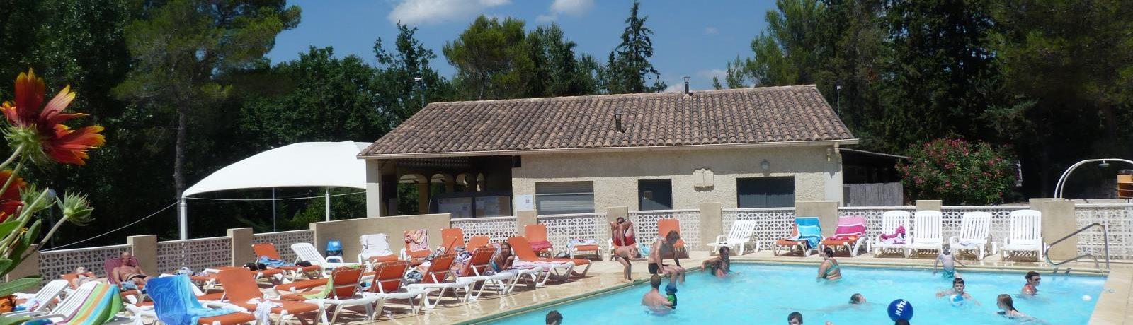 Camping De L'Ayguette is een heerlijke natuurcamping in Faucon op het platteland in de regio Provence-Alpes-Côte d'Azur met 75 kampeerplaatsen en 24 huuraccommodaties.