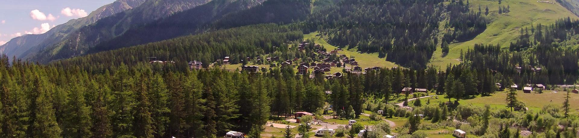 Camping Des Glaciers is een heerlijke natuurcamping in La Fouly in de bergen in Wallis in Zwitserland met 220 kampeerplaatsen en 7 huuraccommodaties.