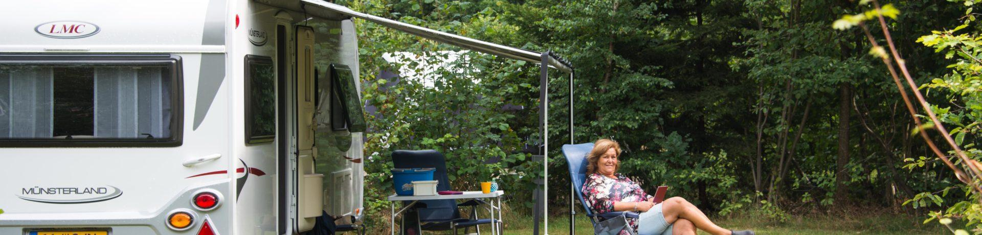 Camping Wiltzangh in Ruinen ist ein Charme Camping mit Schwimmbad in Drente am Wald in Der Niederlande.