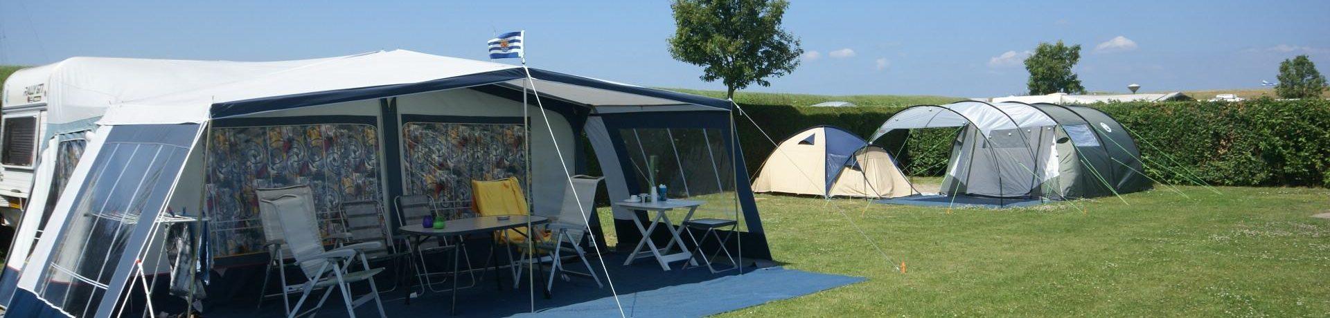 Camping Linda is een fijne kleine camping aan zee in Wemeldinge in de provincie Zeeland met 50 toerplaatsen en 13 huuraccommodaties.
