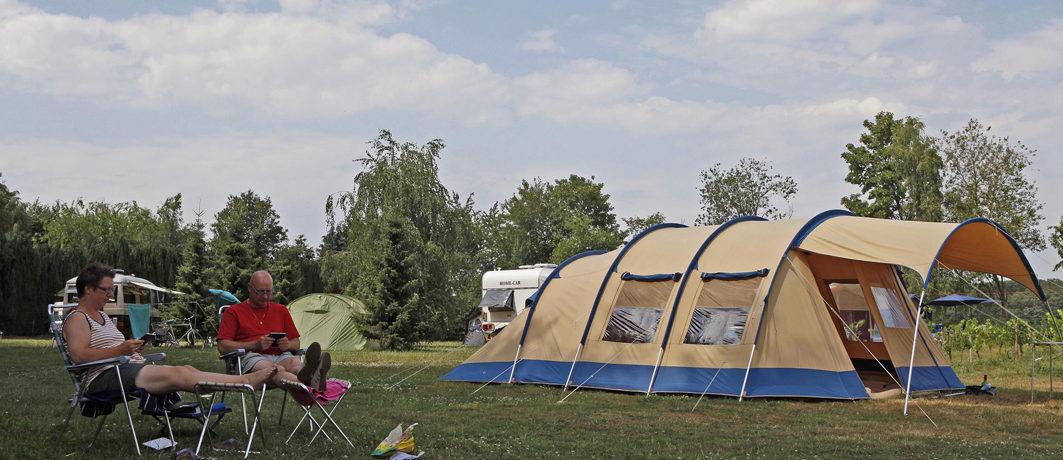 De natuurcamping Annendaalse Hoeve ligt op een steenworp afstand van de grens met Duitsland in het buurtschap Echterbosch, gemeente Echt-Susteren.