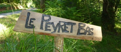 Camping Le Peyret Bas in Villefranche-du-Périgord is een mooie en ruime kleinschalige camping met 11 plaatsen in de Dordogne / Périgord.