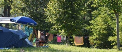 Camping du Batut is een fijne kleine camping aan de rivier de Tarn met 45 toerplaatsen in het groene hart van de Aveyron in Occitanië in het zuiden van Frankrijk.