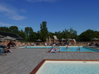 Camping d'Angers - Lac de Maine in Angers is een rustige camping met zwembad in het departement Maine-et-Loire gelegen aan het meer Lac de Maine in de regio Pays de la Loire.