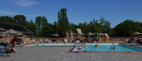 Camping d'Angers - Lac de Maine in Angers is een charme camping met zwembad in het departement Maine-et-Loire gelegen aan een meer.