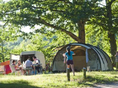 Camping Huttopia Les Chateaux in Bracieux is een natuurcamping in de Loire tussen de vele kastelen in de Loir-et-Cher in de Centre.