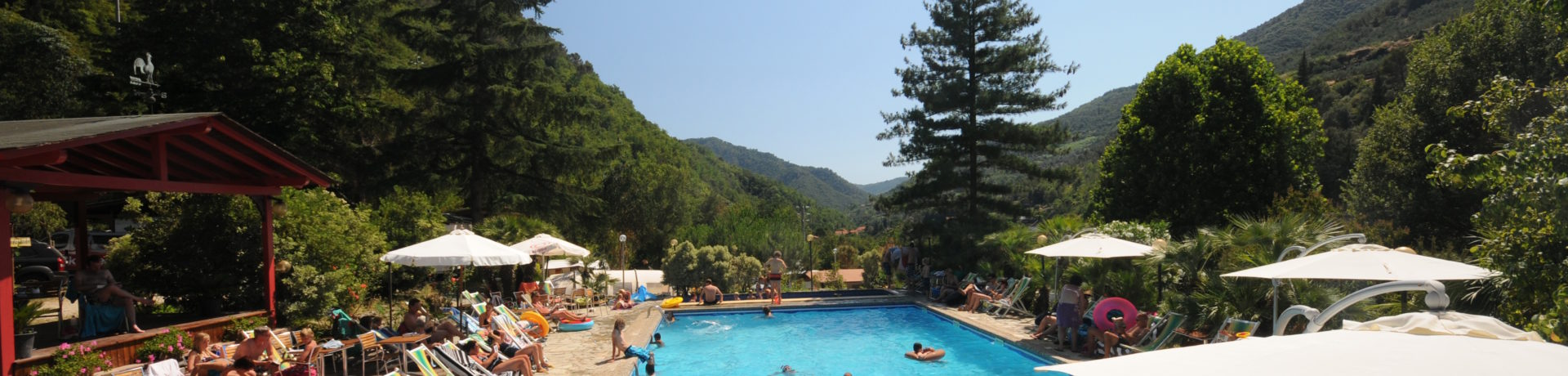 Camping Delle Rose in Isolabona is een kleine camping met zwembad aan de Bloemenrivèra in Ligurië.