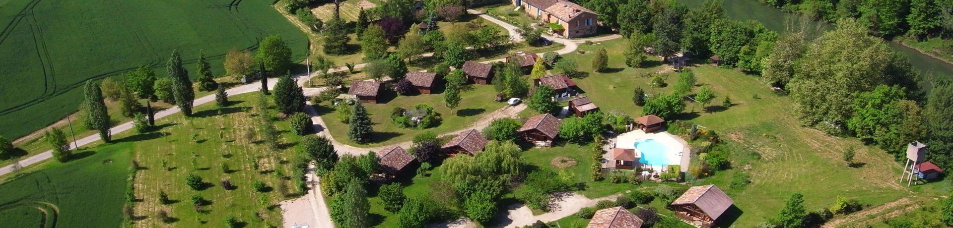 Les Chalets De Fiolles is een kleine op het platteland in Brens in de regio Rhône-Alpes met staplaatsen en huuraccommodaties.
