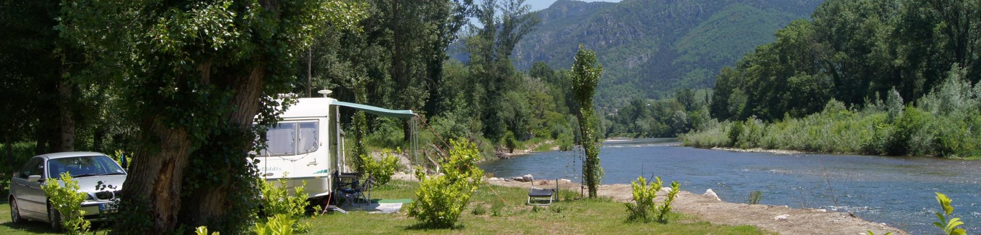 Camping Les Bords Du Tarn is eenprachtigecharmecaping met zwembad aan de oever van de rivier de Tarn in de Aveyron.