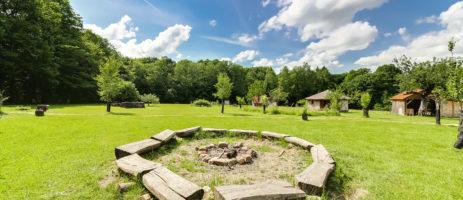 La Clairière du Verbamont is een kleine camping in de Vogezen gelegen in het hart van het bos Darney in de regio Grand Est.
