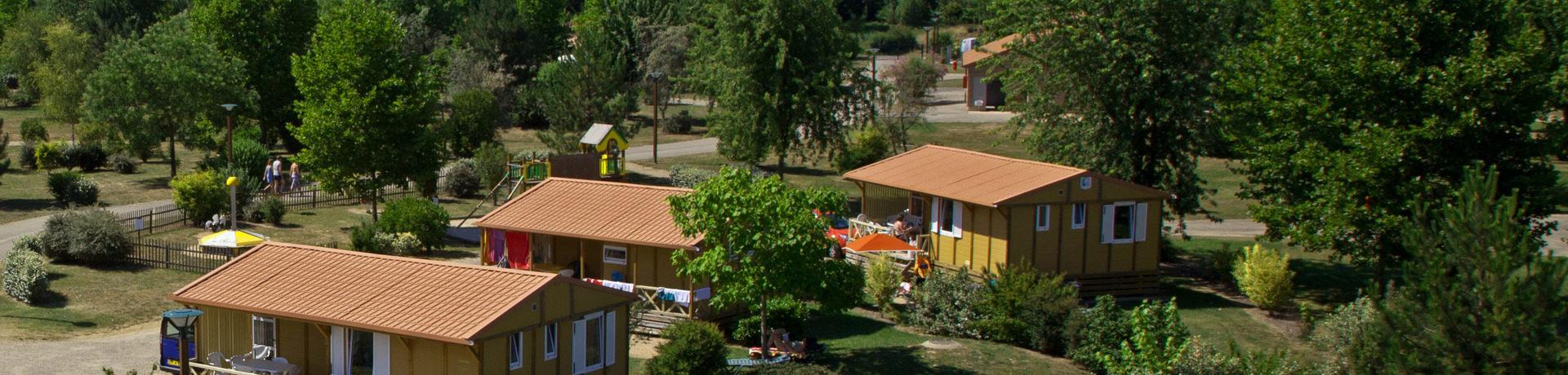 Camping Champ d'été inPont-de-Vaux is een rustig gelegen, parkachtige camping met zon en schaduw plaatsen gelegen in het departement Ain.
