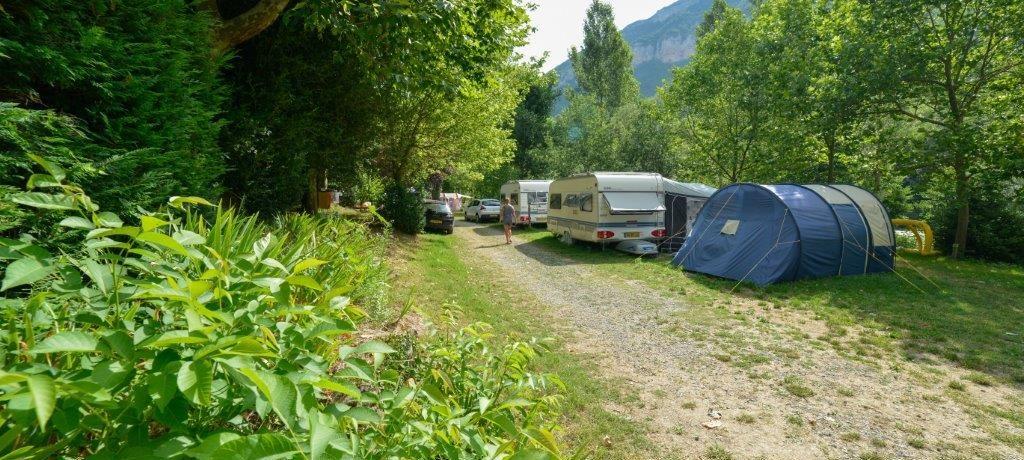 Camping les Cerisiers in Compeyre is een kleinschalige natuurcamping aan een rivier gelegen in het hart van de Gorges du Tarn in de Aveyron.