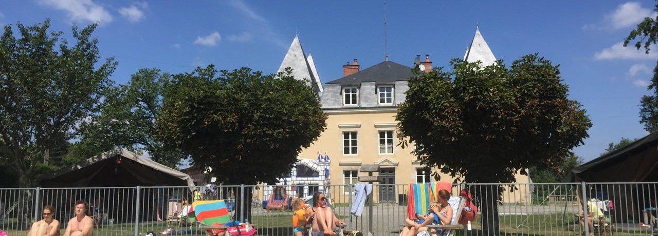 Château Bellegarde les Fleurs is een kleinschalig kasteel inChâteauneuf-la-Forêt (Haute-Vienne) gelegen in de bossen met chambres, gîtes en safaritenten.