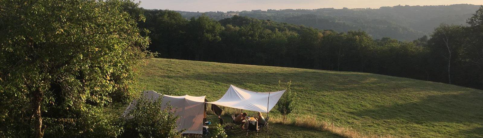 Rust, natuur en eenvoud, dat vind je op de kleine camping Vivre à Marçeau. De camping is prachtig gelegen in een heuvelachtige en bosrijke omgeving van de veelzijdige Lot.