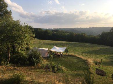 Natuurcamping Vivre à Marçeau in Gorses ligt in een prachtige, heuvelachtige en bosrijke omgeving van de Lot.
