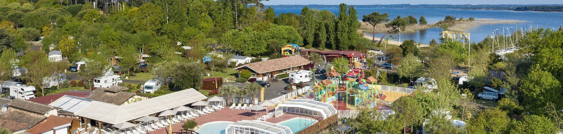 Camping Sandaya Sanguinet Plage in Landes is een luxe 5 sterren camping met een mooi zwembad en aquapark met waterglijbanen in Zuidwest Frankrijk.