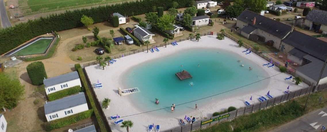 Landelijk gelegen gezinsvriendelijke 4 sterren camping met zwembad in de Maine-et-Loire in het hart van het natuurpark Parc National Régional Loire-Anjou-Touraine.