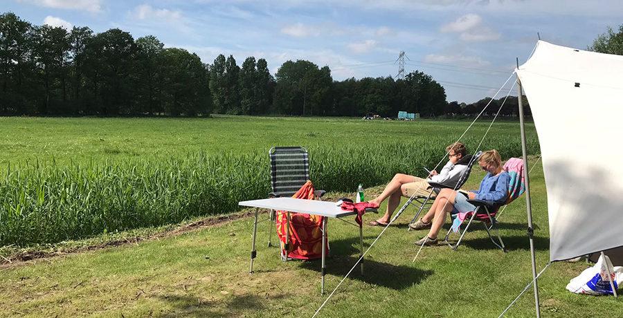 Ontdek de schoonheid van de coulisselandschap, grazende koeien en bossen van het Brabantse land vanaf natuurcamping Landgoed de Barendonk in Cuijk.