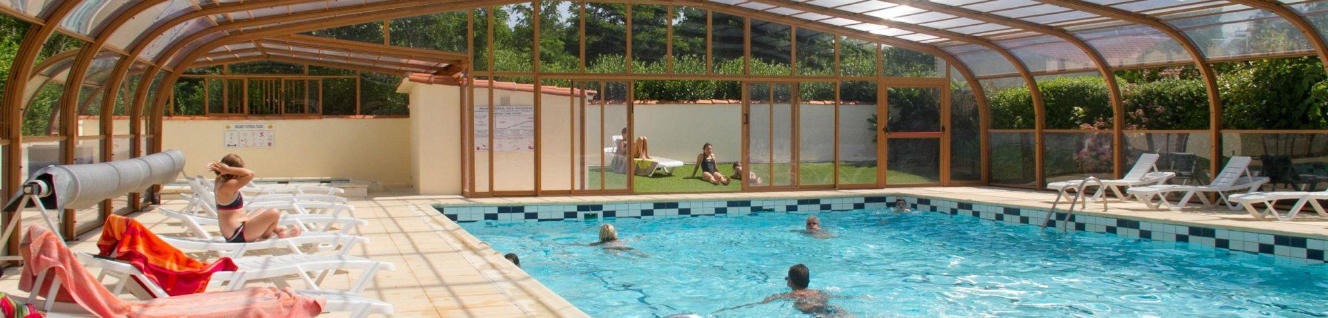 Flower Camping L'abri-Côtier inSaint-Nazaire-sur-Charente is een familiecamping met zwembad op slechts 3 km van het strand in de Charente-Maritime.