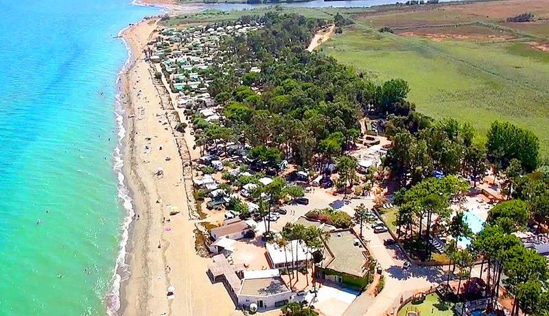 Capfun Camping Marina d'Aléria in Aléria is een grote camping met een waterpark in Haute Crose gelegen aan de zee op het Corsica.