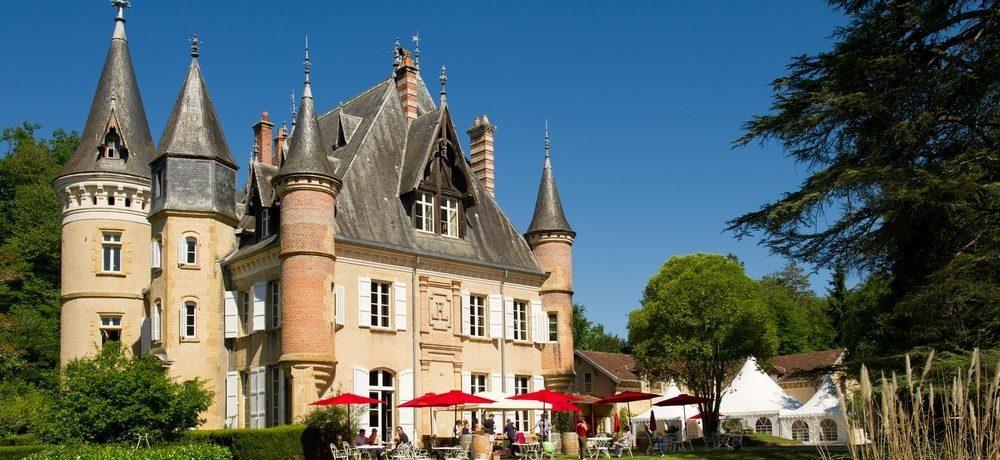 Camping Château Le Haget in Montesquiou is een charme camping met zwembad gelegen op het platteland van de Gers.