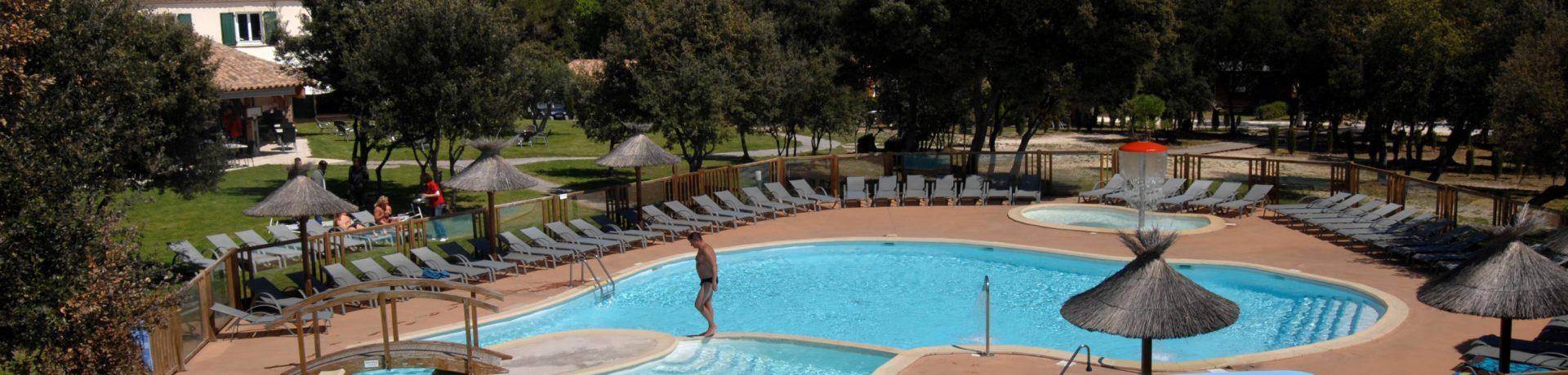 Camping Du Domaine De Massereau in Sommières is een middelgrote 5 sterren camping in de Gard met waterpark gelegen in de regio Occitanië.