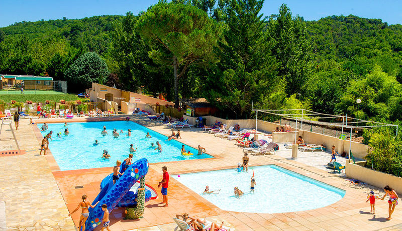 Capfun - Domaine De Filament in Thoiras is een middelgrote camping met zwemgedeelte in de Gard gelegen aan de rand van het Parc National des Cevennes aan een rivier in de regio Occitanië.