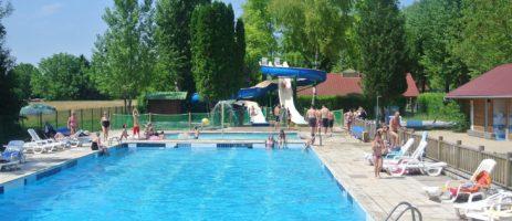 Camping Le Val D'amour in Ounans is een familiecamping met zwembad in Jura gelegen in de regio Bourgogne-Franche-Comté.