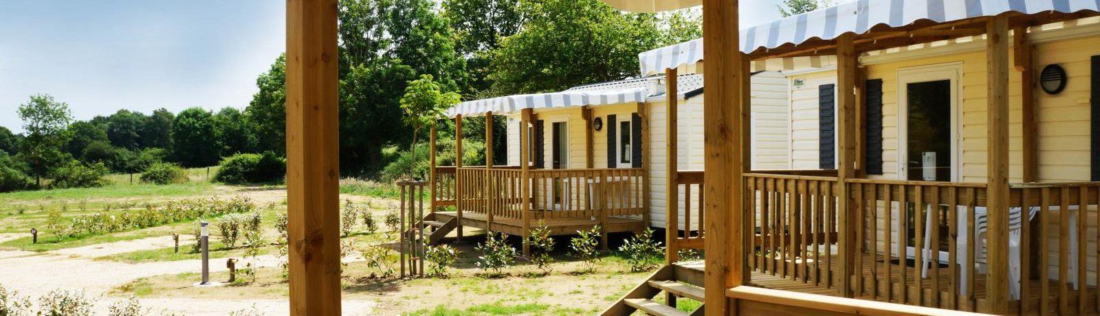 Camping Le Moulin De Rambourg in Nesmy is een kleine camping met een zwembad gelegen aan de rivier L'Yon in de Vendée.