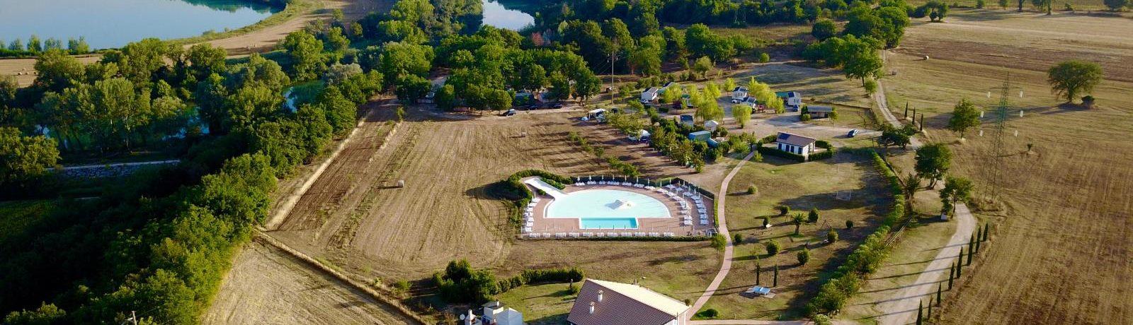 Capitello camping is een kleine camping in Italië met zwembad en glijbaan. De camping ligt in een bebost gebied bij de rivier de Tiber in Umbrië.