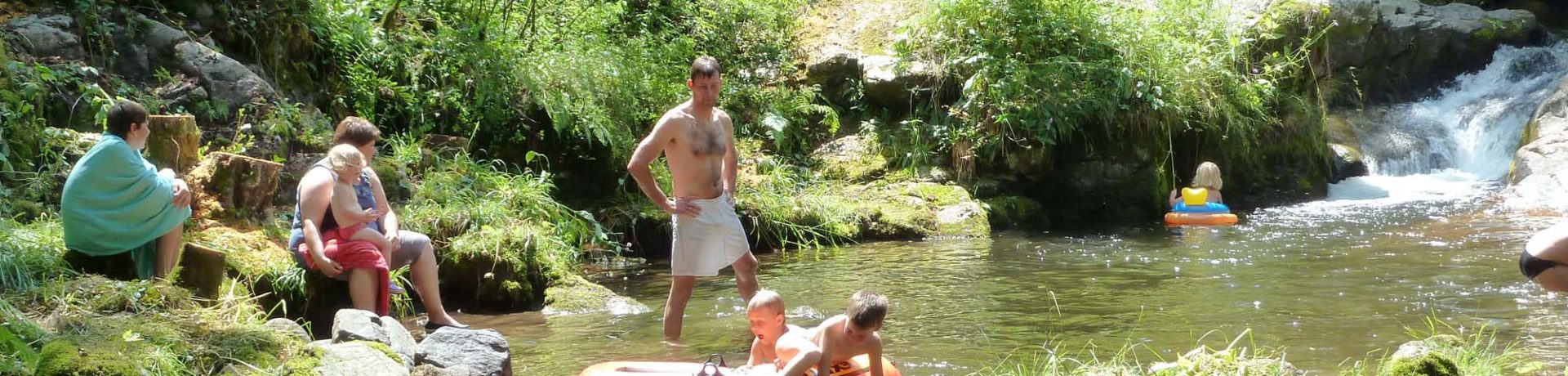 Kom vakantie vieren in Midden-Frankrijk op de gezellige kleine Camping La Chauderie gelegen aan een klein riviertje in het departement Puy-de-Dôme.