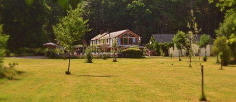 Heerlijk kindvriendelijk vakantiedomein voor (jonge) gezinnen in de Limousin / Creuse met kleine camping (35 plaatsen), 11 safaritenten en 1 gîte.